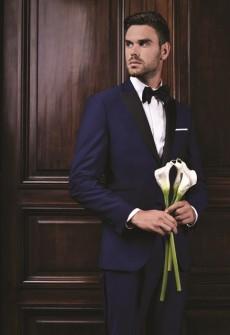 Необходим костюм для особого случая? Для свадьбы? Или для торжественной церемонии? Мы предлагаем огромный выбор эффектных тканей из шерсти и шелка